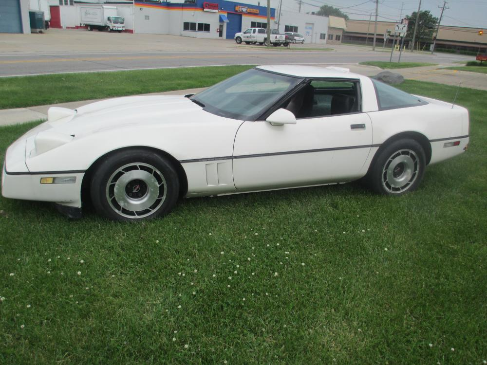 1986 Corvette Coupe White Driveable Project or Parts Car